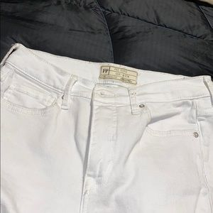FREE PEOPLE white knee ripped jeans sz 27R